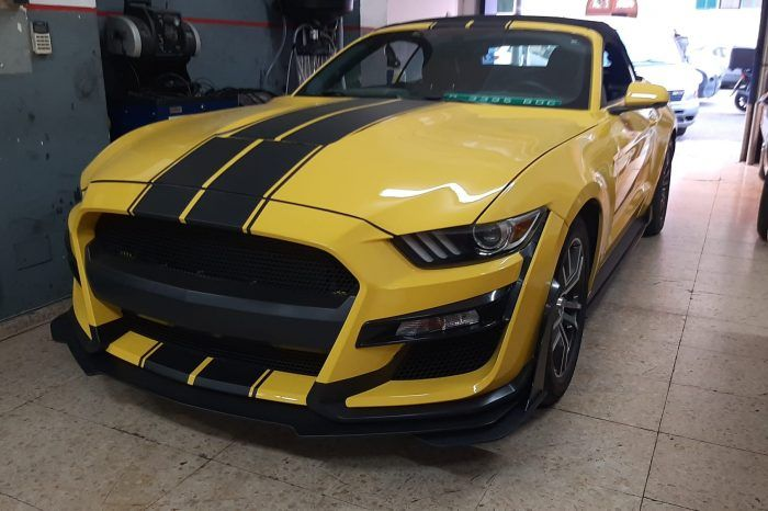 Rent Ford Mustang Cabrio V8